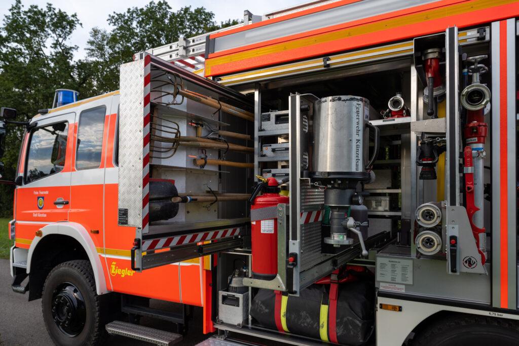 LF20 Geräteraum G1 mit ausgezogenen Auszügen