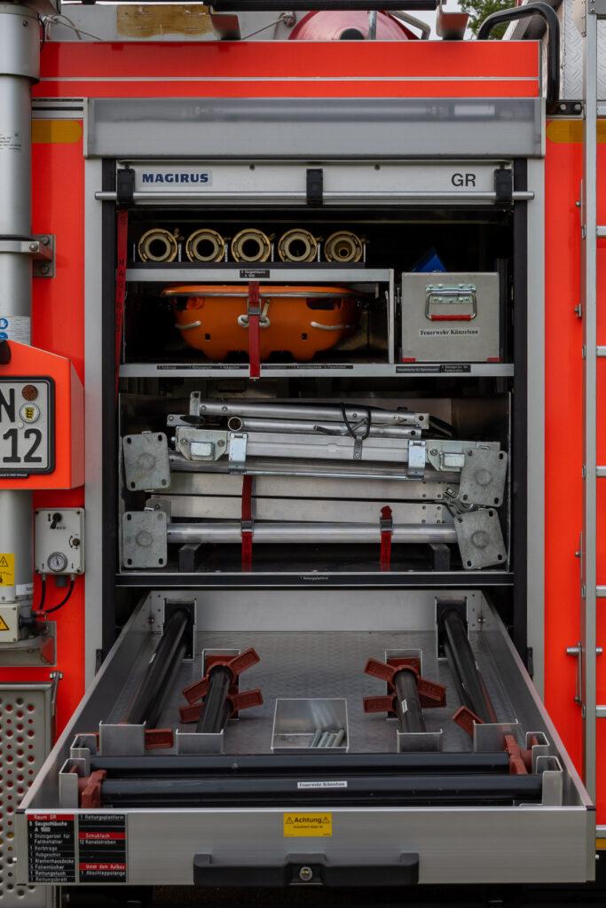 RW Geräteraum GR mit ausgezogener Schublade (Heck)